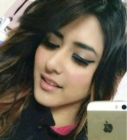 Cute Girls Profile Pictures For Whatsapp with iPhone