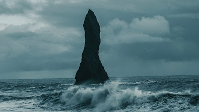 Wallpaper HD Big rock in the middle of the sea+ Download Wallpapers