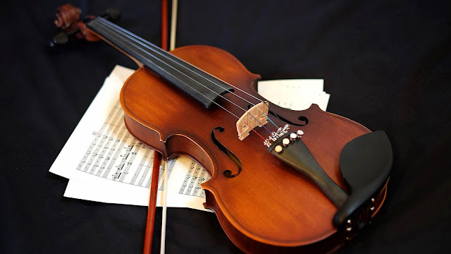 Table violin and sheet music wallpaper+ Wallpapers Download